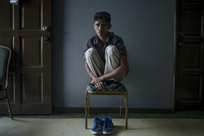 Mohammad Farkan shows how the traffickers forced him to sit during his captivity in the jungle.   The Muslim Rohingya ethnic group is traditionally from the state of Arakan in western Burma. After a populist Buddhist party had a majority of supporters, violence erupted in 2012 between Muslims and Buddhists. Hundreds of Muslims were killed and 125,000 were forced into refugee camps. Rohingyas have testified the local police who have actively participated in the violence. The allegations are supported by reports from organizations such as Amnesty International and Human Rights Watch. In late March, several organizations have been established to offer aid to Muslims who have been attacked by Buddhist protestors. A few weeks earlier, the Burmese government MSF was forbidden to operate over the state. The reason given was that the organizations offering aid discriminated against Buddhist by prioritizing the behaved Muslims. Before the violence occurred, about one million Rohingya and three million Buddhists lived in Arakan.