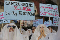 A moment of the flashmob organized by various collective antagonist parties including OPG, JE SO PAZZ ', MAGNAMMACE' O PESON against the black work of some tour guides at the archaeological site Napoli Sotterranea. Participants dressed as ghosts with protest signs